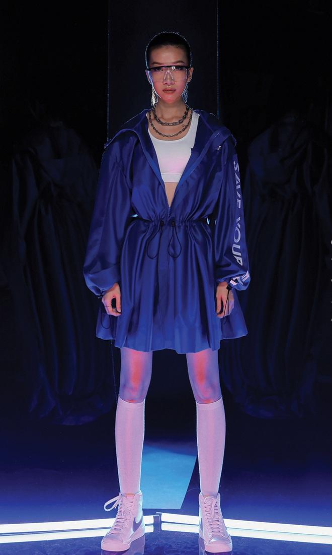 NTK Chung Thanh Phong làm người mẫu cho bộ sưu tập của chính mình - Ảnh 9.