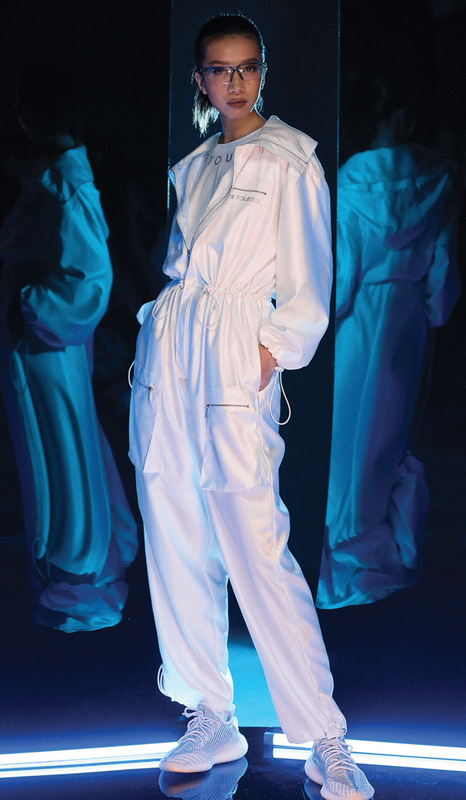 NTK Chung Thanh Phong làm người mẫu cho bộ sưu tập của chính mình - Ảnh 8.