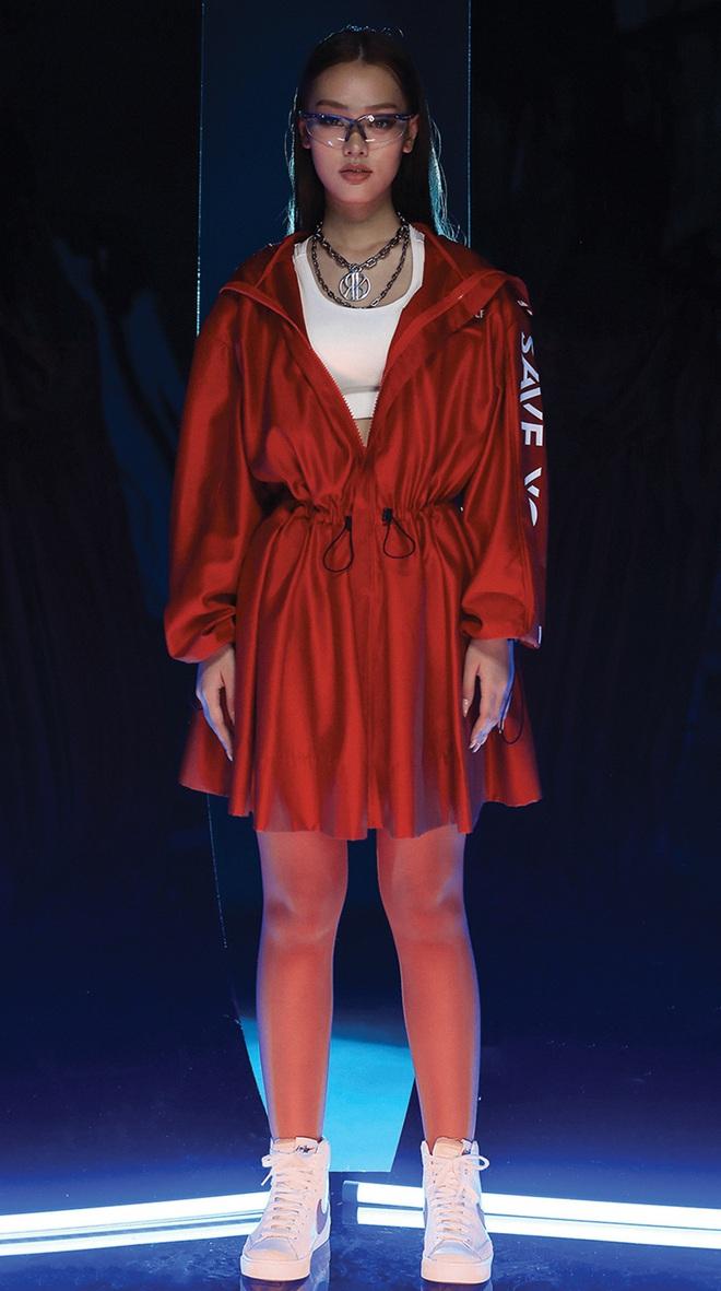 NTK Chung Thanh Phong làm người mẫu cho bộ sưu tập của chính mình - Ảnh 7.