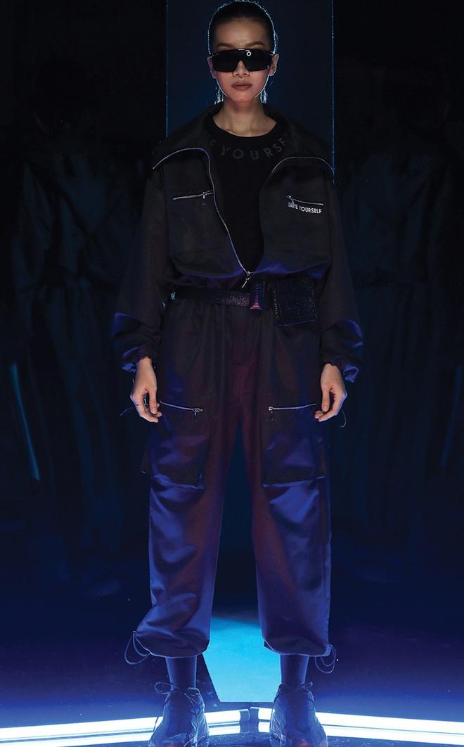 NTK Chung Thanh Phong làm người mẫu cho bộ sưu tập của chính mình - Ảnh 6.