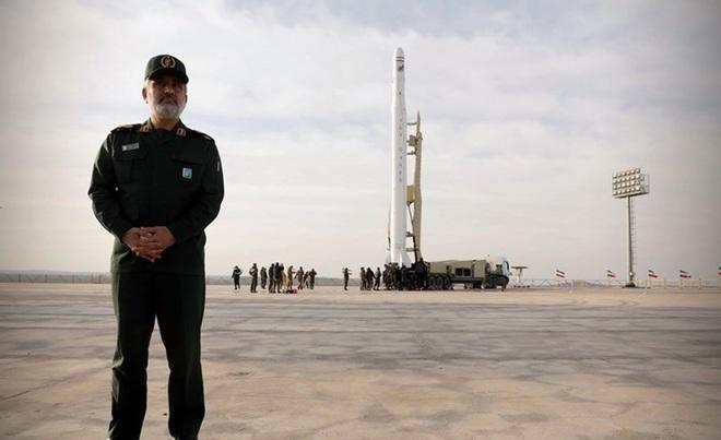Vụ phóng vệ tinh quân sự Iran - Động thái thách thức lệnh trừng phạt Mỹ  - Ảnh 2.