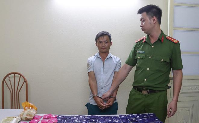 Bắt giữ đối tượng mang hơn 19.000 viên ma túy từ Lào về Việt Nam