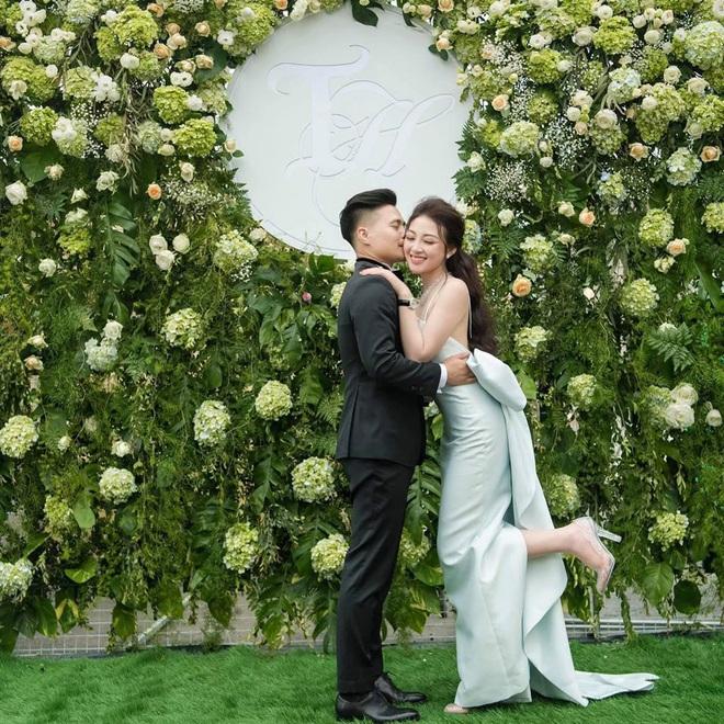 Cô dâu 200 cây vàng ở Nam Định thon gọn ngoạn mục so với lúc bầu, khoe nhan sắc lộng lẫy trong bữa tiệc của con gái đầu lòng - Ảnh 1.