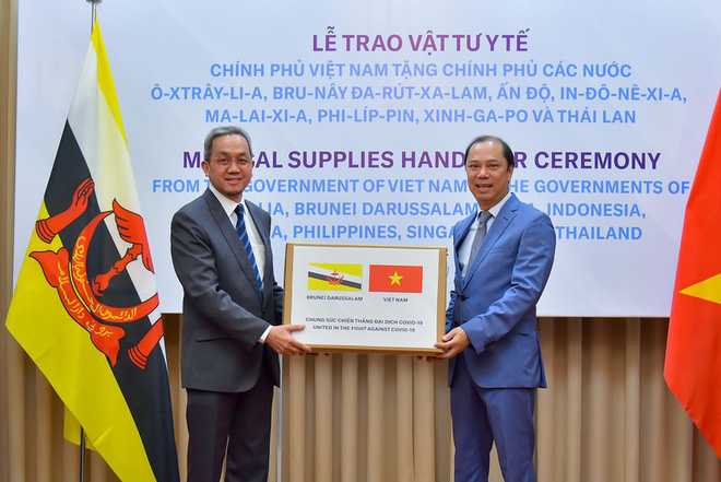 Việt Nam hỗ trợ trang thiết bị y tế cho 8 nước đang bị dịch Covid-19 - Ảnh 1.