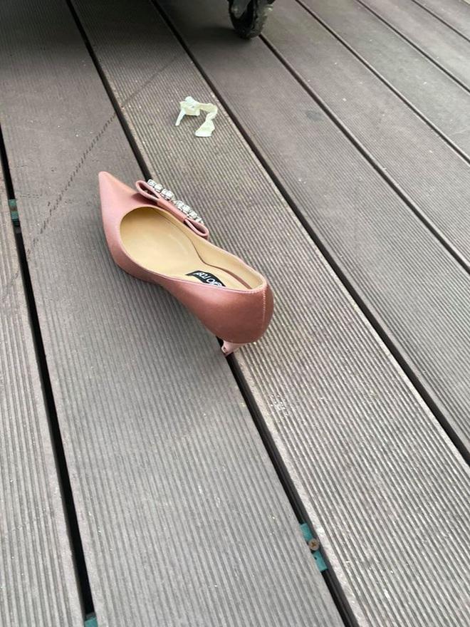 MC Diệp Chi tâm sự hậu trường hài hước khi ghi hình: Chưa lên sóng đã sụt hố kẹt cả giày, vừa quay xong mưa gió to bay cả phông bạt - Ảnh 6.