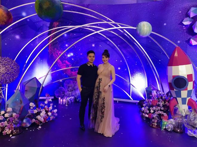 Cô dâu 200 cây vàng ở Nam Định thon gọn ngoạn mục so với lúc bầu, khoe nhan sắc lộng lẫy trong bữa tiệc của con gái đầu lòng - Ảnh 9.