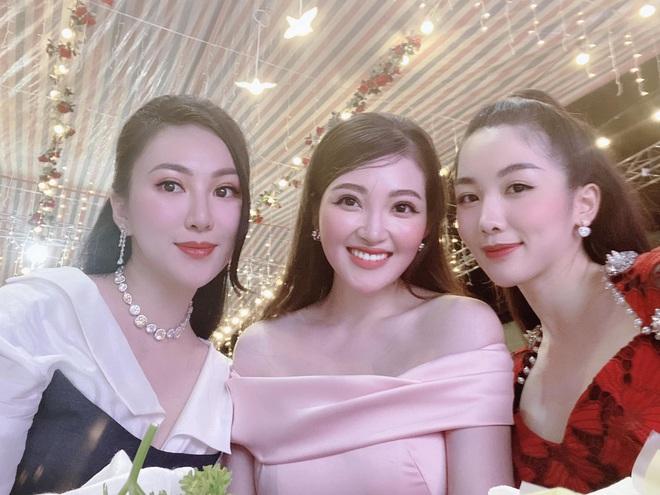 Cô dâu 200 cây vàng ở Nam Định thon gọn ngoạn mục so với lúc bầu, khoe nhan sắc lộng lẫy trong bữa tiệc của con gái đầu lòng - Ảnh 10.