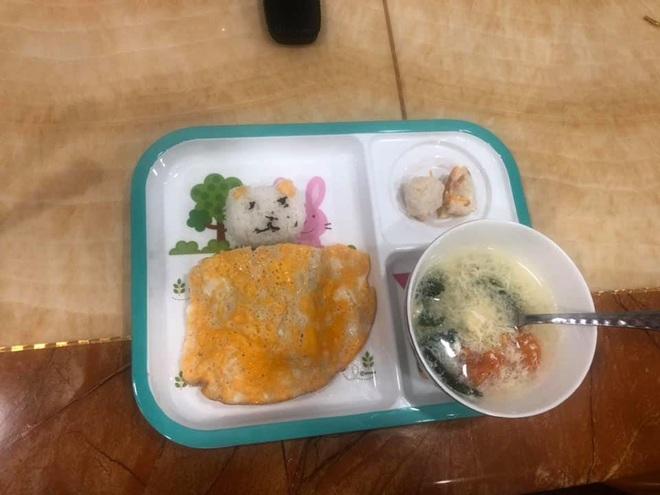 Mẹ bắt chước trên mạng làm món cơm cuộn nhưng con gào khóc không ăn, nhìn hình trang trí trong đĩa ai cũng thương em bé - Ảnh 2.