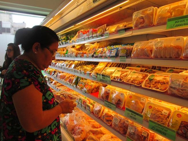Thịt gà nhập khẩu tăng 150%, giá rẻ như rau - Ảnh 2.