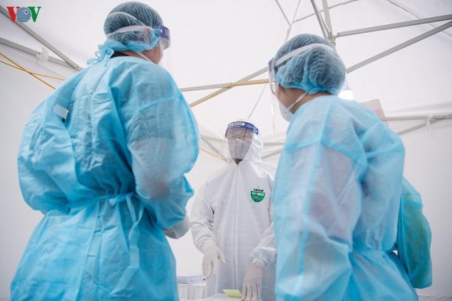 Thứ trưởng Bộ Y tế: Việt Nam chưa tính công bố hết dịch; Trường hợp thanh niên sốt cao ở Kiêu Kỵ âm tính với SARS-CoV-2, bị nhiễm khuẩn huyết - Ảnh 1.