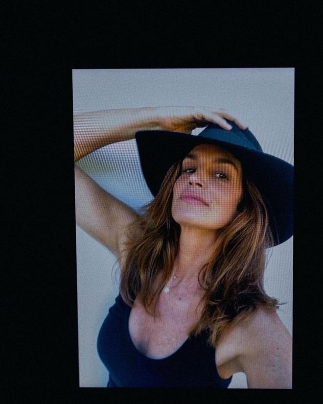 Nhan sắc trẻ mãi không già của siêu mẫu huyền thoại Cindy Crawford tuổi U60 - Ảnh 4.