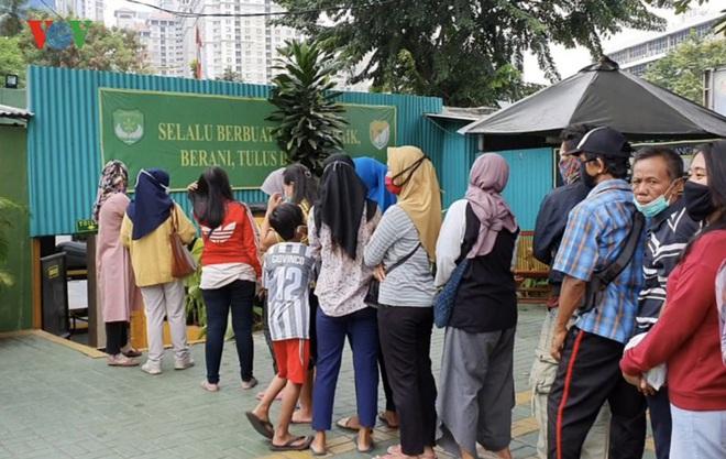 """Cận cảnh các """"ATM gạo của người chỉ huy"""" hỗ trợ Covid-19 ở Indonesia - Ảnh 4."""