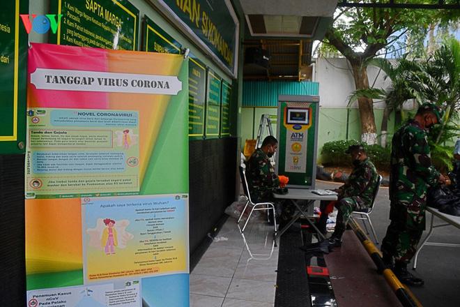 """Cận cảnh các """"ATM gạo của người chỉ huy"""" hỗ trợ Covid-19 ở Indonesia - Ảnh 7."""