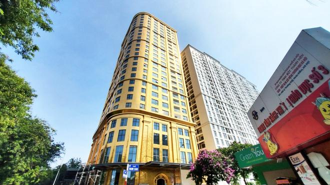 Tòa nhà dát vàng 24K từ chân đến nóc khủng nhất Hà Nội đang hoàn thiện - Ảnh 2.