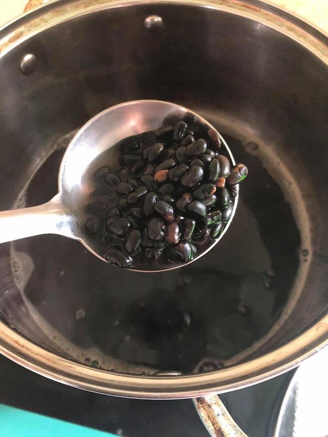 Trưa nóng nấu nồi chè đỗ đen, cô gái phạm sai lầm nghiêm trọng, không thể cứu vãn - Ảnh 1.