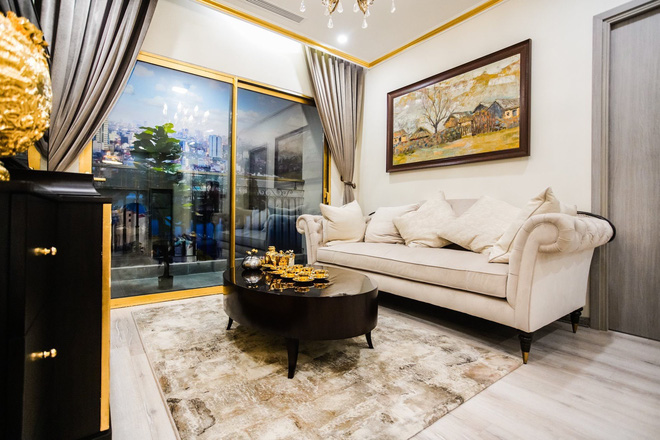 Cận cảnh căn hộ ở Hà Nội được dát vàng, giá siêu đắt 150 triệu đồng/m2 - Ảnh 1.