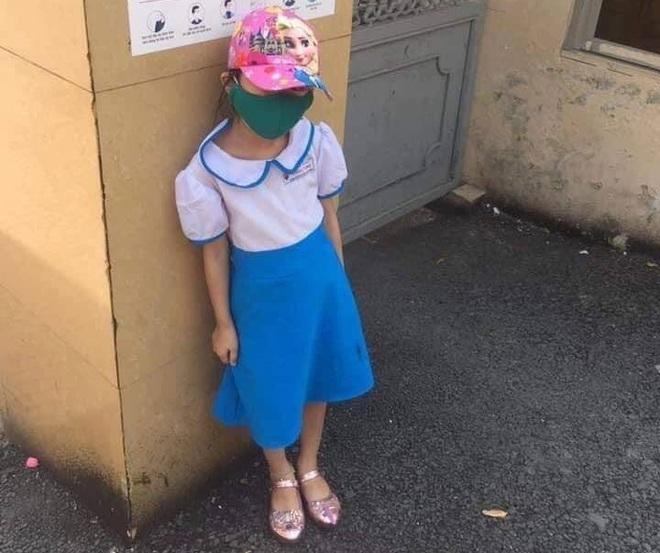 Học sinh đứng dưới nắng vì đến sớm: Phụ huynh chưa kiến nghị trường, nóng vội đưa thông tin lên Facebook - Ảnh 1.