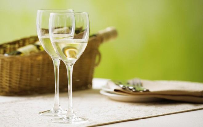 Rượu vang trắng có lợi cho sức khỏe nhưng ít người biết - Ảnh 2.