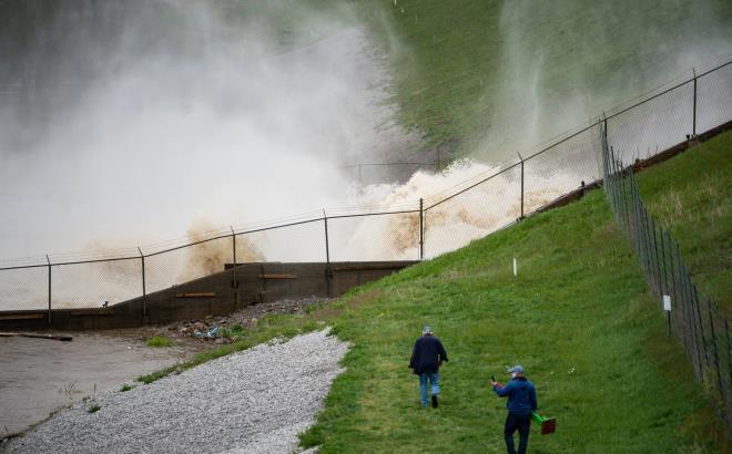 Vỡ đập ở Mỹ: Thành phố bị ngập dưới nước gần 3 m, 10.000 người phải sơ tán