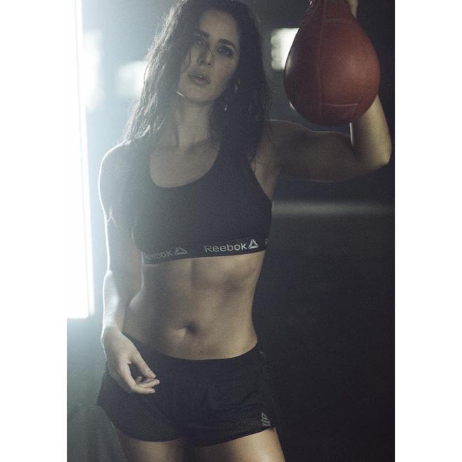 Dù đã U40 nhưng nữ diễn viên xinh đẹp Katrina Kaif vẫn sở hữu thân hình săn chắc và vòng eo con kiến, tất cả là nhờ vào 2 môn thể dục này - Ảnh 6.