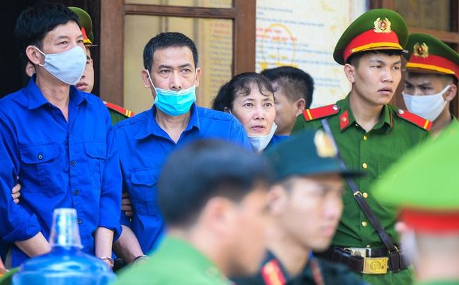 Xét xử gian lận thi cử tại Sơn La: 12 bị cáo bị đề nghị phạt từ 2 năm tù đến 25 năm tù