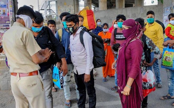 Ấn Độ ghi nhận số ca mắc và tử vong do Covid-19 tăng kỷ lục