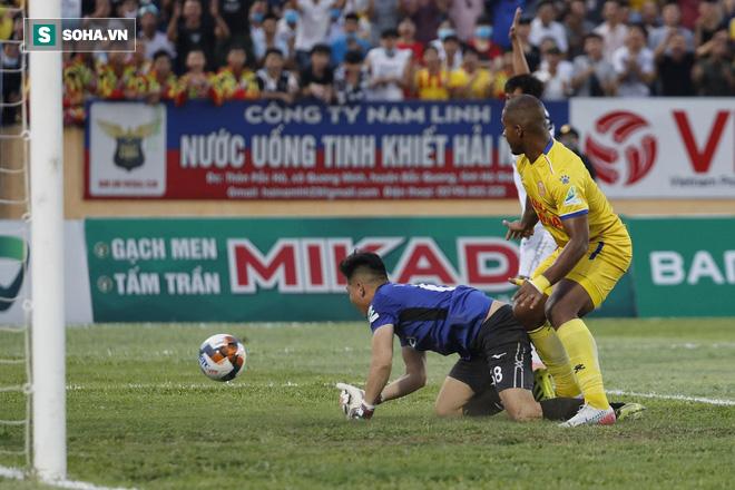 HAGL thua thảm Nam Định trong ngày Tuấn Anh gánh đội vô vọng đến tội nghiệp - Ảnh 1.