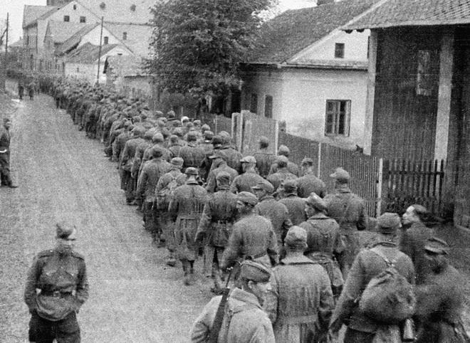 Hàng nghìn quân Liên Xô tử trận sau Ngày Chiến thắng: Nỗi khiếp sợ khiến quân Đức quyết mở đường máu - Ảnh 4.