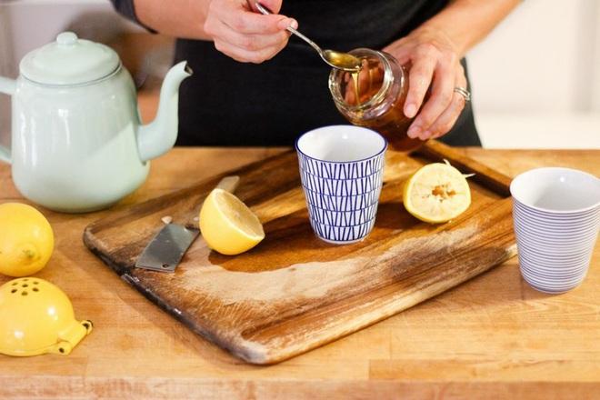 Không phải ai cũng biết hết công dụng của nước chanh mật ong - Ảnh 2.