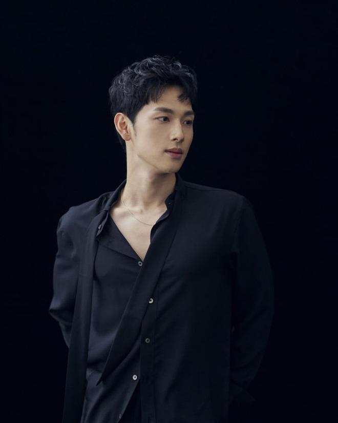 Ngỡ ngàng 10 sự thật về dàn tài tử hot nhất xứ Hàn: Song Joong Ki từng trộm đồ, Lee Jong Suk là song trùng của mỹ nhân đẹp nhất thế giới? - Ảnh 21.