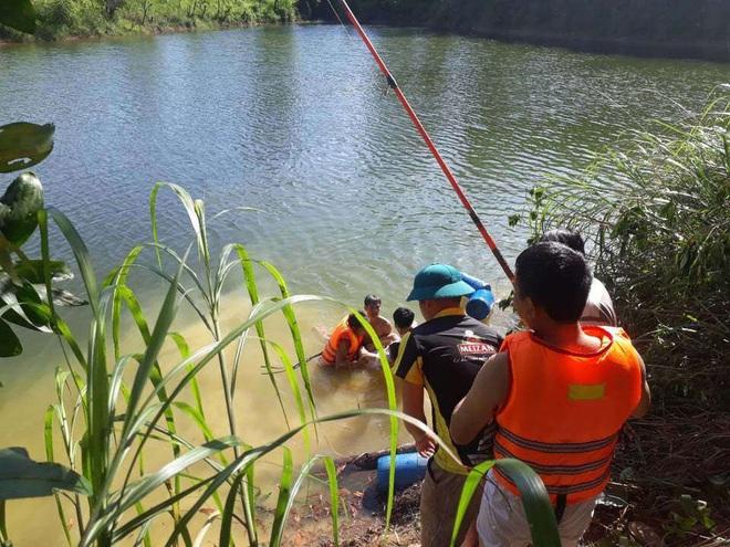 Xót xa hình ảnh quan tài 2 chị em ruột tử vong sau khi tắm ở hồ nước nhà ông nội - Ảnh 3.