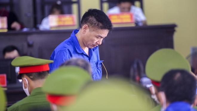 Cựu phó giám đốc Sở GD&ĐT Sơn La khai làm việc với công an 60 tiếng không có lệnh, ngồi ở phòng làm việc cả ngày và đêm - Ảnh 2.