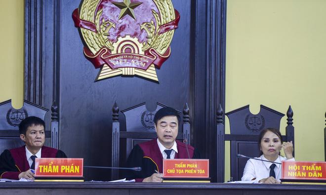 Cựu phó giám đốc Sở GD&ĐT Sơn La khai làm việc với công an 60 tiếng không có lệnh, ngồi ở phòng làm việc cả ngày và đêm - Ảnh 1.