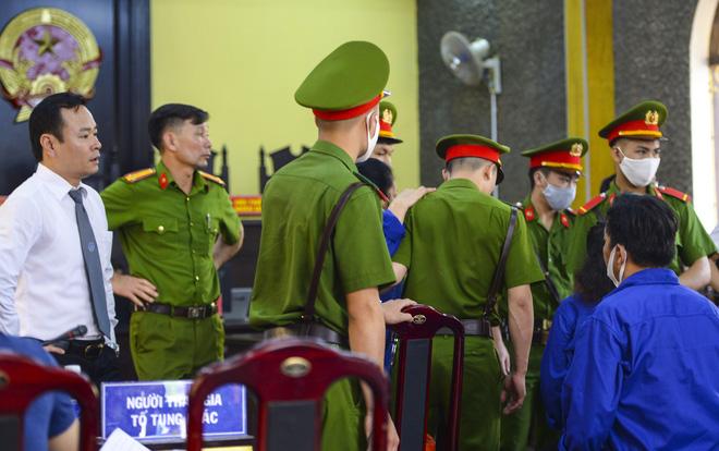 Cựu phó giám đốc Sở GD&ĐT Sơn La khai làm việc với công an 60 tiếng không có lệnh, ngồi ở phòng làm việc cả ngày và đêm - Ảnh 4.