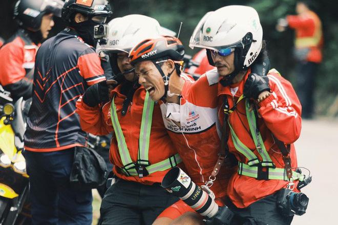 Nhà báo Dư Hải, Lê Nguyệt Minh và nhiều tay đua bị tai nạn giữa đèo - Ảnh 3.