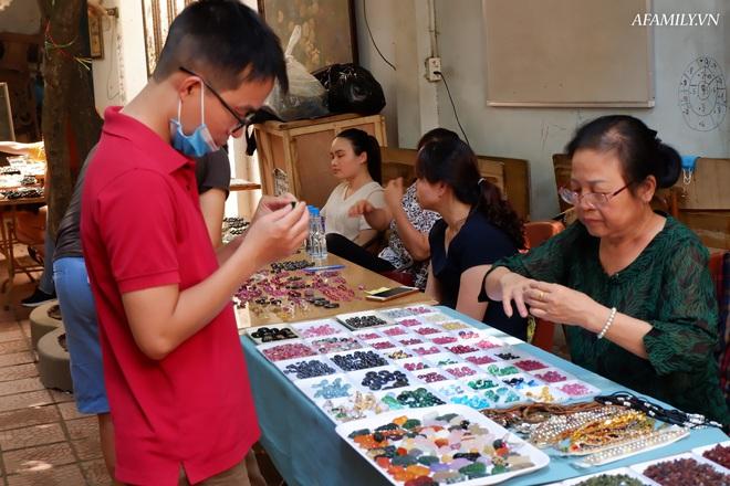 Chỉ họp 1 lần vào Chủ nhật hàng tuần, đây là phiên chợ triệu đô chuyên giao thương các loại đá quý, hiếm ngay giữa lòng Hà Nội - Ảnh 2.