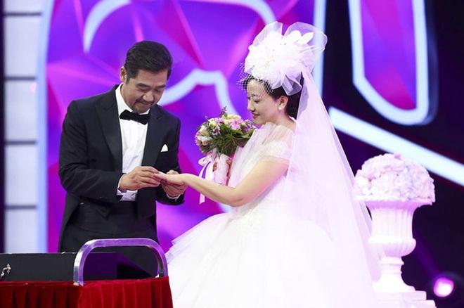 Càn Long Trương Quốc Lập: 30 năm hạnh phúc bên người vợ hiền dù không có con chung - Ảnh 1.