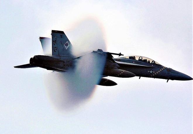 """Tiêm kích hạm đa năng F/A-18 lại """"sốt"""" trở lại? - ảnh 5"""