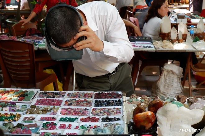 Chỉ họp 1 lần vào Chủ nhật hàng tuần, đây là phiên chợ triệu đô chuyên giao thương các loại đá quý, hiếm ngay giữa lòng Hà Nội - Ảnh 7.