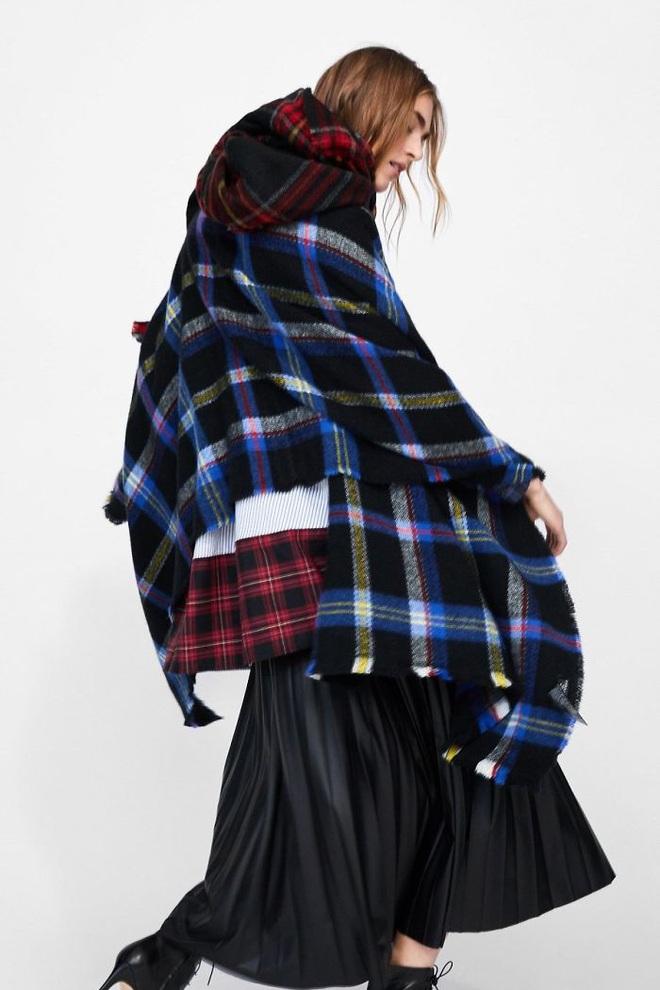 Dân mạng khóc thét khi mua sắm online đồ Zara vì tư thế khó đỡ của người mẫu chụp tại nhà - Ảnh 4.