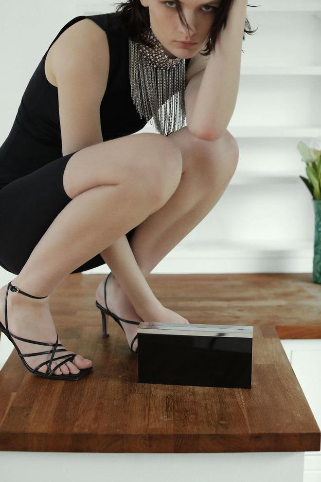 Dân mạng khóc thét khi mua sắm online đồ Zara vì tư thế khó đỡ của người mẫu chụp tại nhà - Ảnh 10.