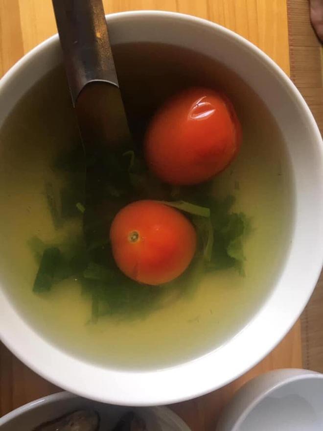 Cận cảnh món thịt sốt cà chua lạ lùng, thành quả đẹp mắt nhưng cách chế biến khiến người ta muốn bỏ đũa - Ảnh 4.