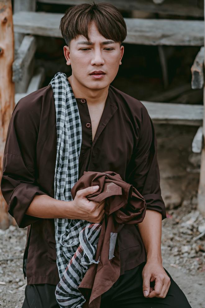 Châu Khải Phong nằm viện vẫn công chiếu MV mới - Ảnh 1.