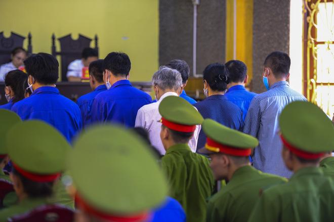 VKS luận tội 12 bị cáo, xác định kẻ chủ mưu trong vụ gian lận điểm thi tại Sơn La - Ảnh 2.