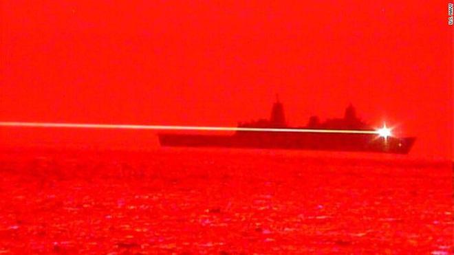 Chuyên gia Nga nghi ngờ về hiệu quả của vũ khí laser Mỹ trên biển - ảnh 1