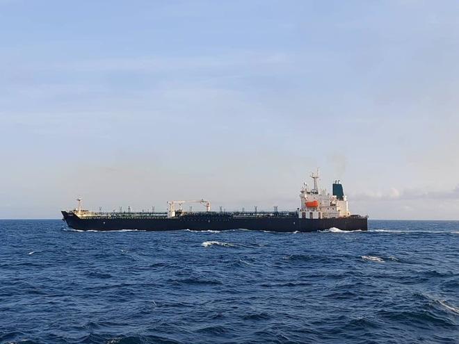 NÓNG: Đối đầu nghẹt thở, Venezuela và Iran thắng 1-0, tàu dầu Iran cắt mặt tàu đặc chủng mang cờ Mỹ - Ảnh 5.