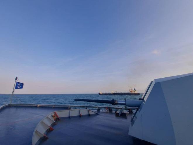 NÓNG: Đối đầu nghẹt thở, Venezuela và Iran thắng 1-0, tàu dầu Iran cắt mặt tàu đặc chủng mang cờ Mỹ - Ảnh 4.