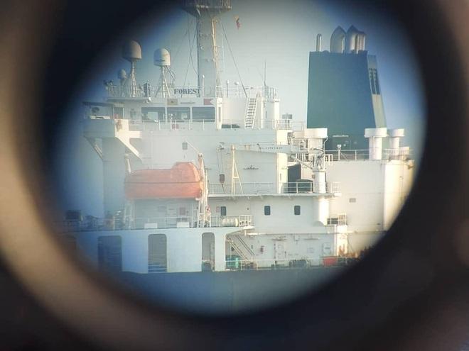 NÓNG: Đối đầu nghẹt thở, Venezuela và Iran thắng 1-0, tàu dầu Iran cắt mặt tàu đặc chủng mang cờ Mỹ - Ảnh 6.