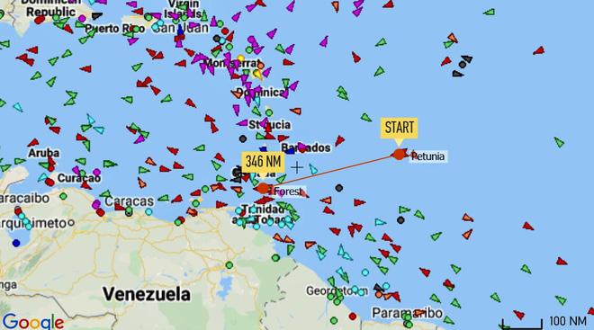 NÓNG: Đối đầu nghẹt thở, Venezuela và Iran thắng 1-0, tàu dầu Iran cắt mặt tàu đặc chủng mang cờ Mỹ - Ảnh 3.