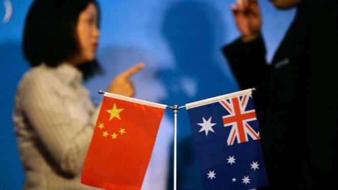 Hơn 1 thập kỷ phân vân giữa Mỹ và TQ, Australia cần tỉnh ngộ: Nghiêng về phe nào cũng dở? - Ảnh 2.